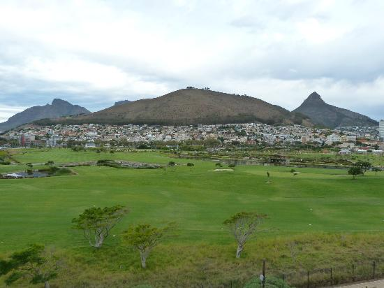 Mouille Point Village: Golfers & Signal hill