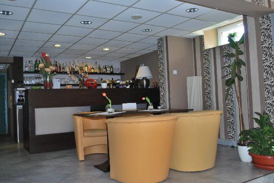 Hotel Postovni Dvur: Bar beim Speisesaal
