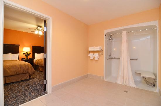 Comfort Suites Gateway: Handicap Suite with Walk-in shower