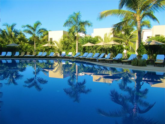Marival Residences Luxury Resort Nuevo Vallarta: Pool area