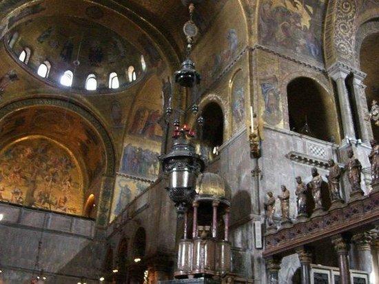 Basílica de San Marcos: La chiesa