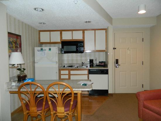 Homewood Suites by Hilton Fort Myers: Kitchen/dining