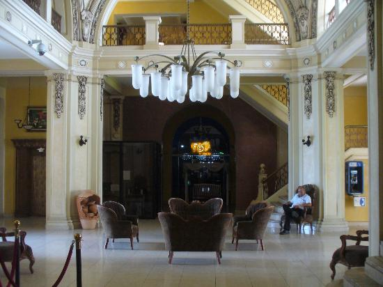 New Washington Hotel: lobby