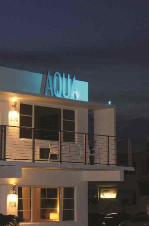 The Aqua Hotel: Aqua at night