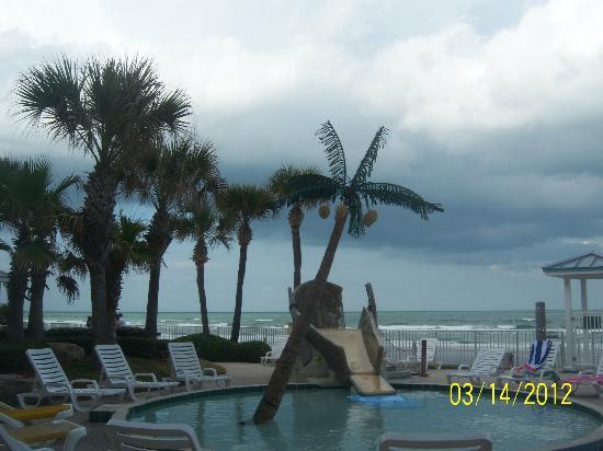 جراند سي ريزورت: ocean view from pool area