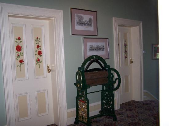 Glen Osborne House: Decorated doors to the rooms