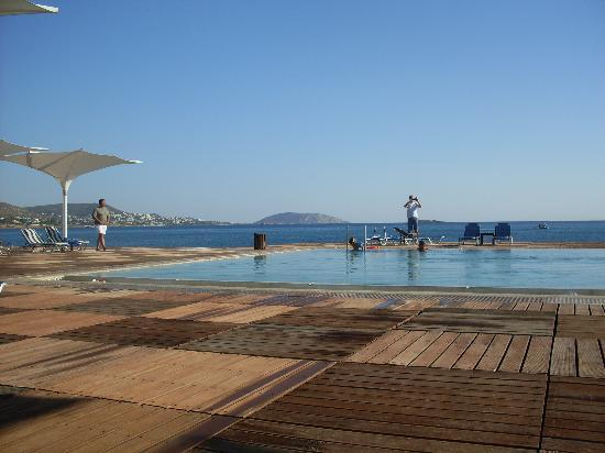 Grand Resort Lagonissi: Piscina lato nord