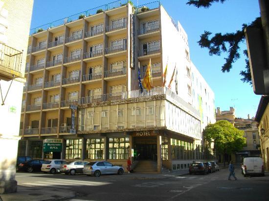 Pedro I De Aragon Hotel: L'hotel Pedro I de Aragona.