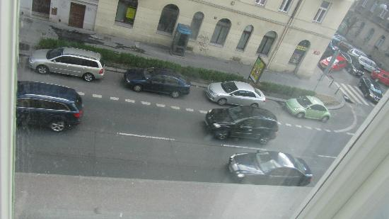 Alqush Downtown Hotel: busy road outside my window