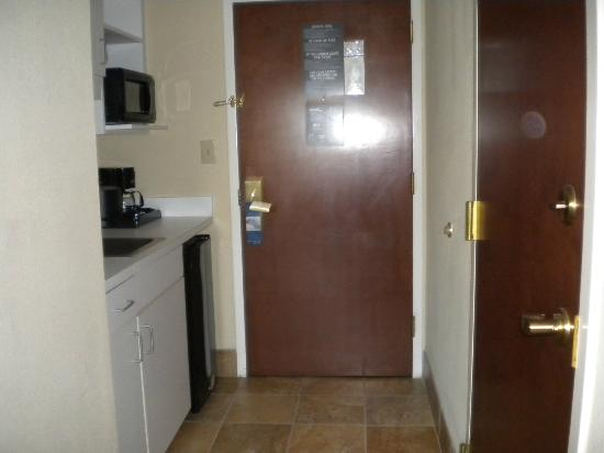Hampton Inn Myrtle Beach - Broadway At the Beach: Our door and kitchenette