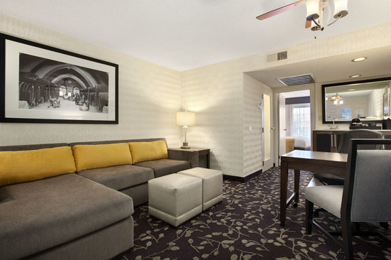 Embassy Suites by Hilton Napa Valley: Renovated Suites - Living Room