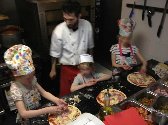 Mattoni Italian Restaurant: Our kids making pizzas