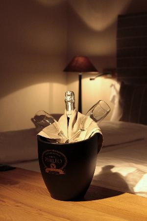 Hotel Sonne: Last night champagne (Hotel gift)