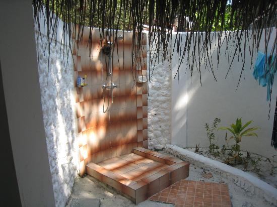 Bathala Island Resort: Open-air shower - wonderful!