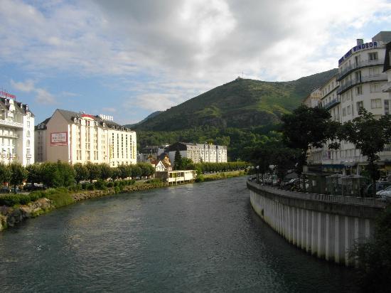L'Hotel ALBA (al centro della foto) sul fiume Gave