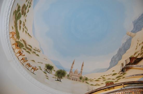 Habtoor Grand Resort, Autograph Collection: λεπτομερειες στην οροφη του λομπυ