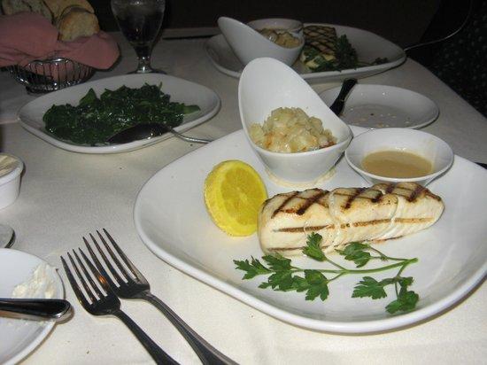 Waverlys Steak House: Halibut