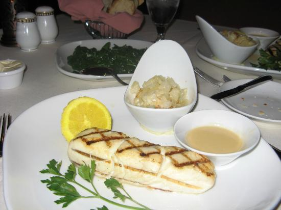 Waverlys Steak House: Halibut