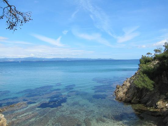 Pierre & Vacances Residence La Pinède : promenade pédestre le long de la plage