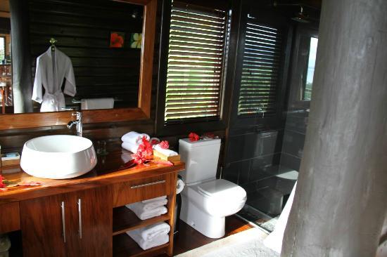 Emaho Sekawa Resort: bathroom