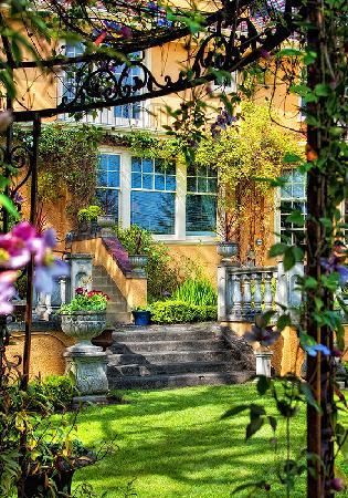 Villa Marco Polo  Inn: Villa Marco Polo - Spring gardens