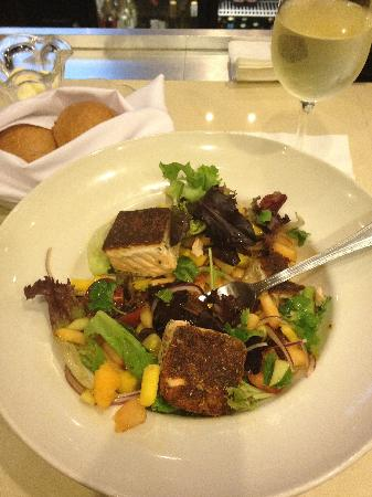 Sheraton Cerritos Hotel at Towne Center: Blackened Salmon Salad
