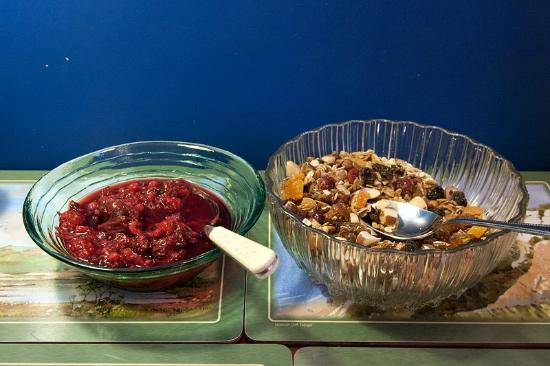 Mill Water House : Breakfast - Homemade muesli and fruit compote