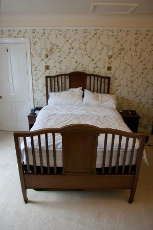 Mill Water House : Room - The comfy bed in Room 1