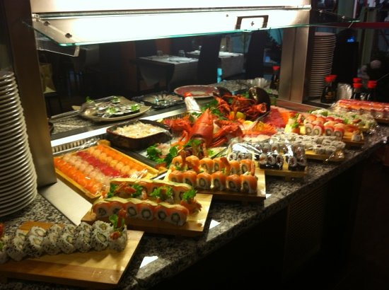 Cantu, Italie : sushi e sashimi