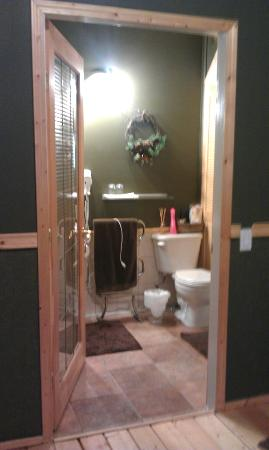 Rising Moon B&B: Bathroom in First cabin