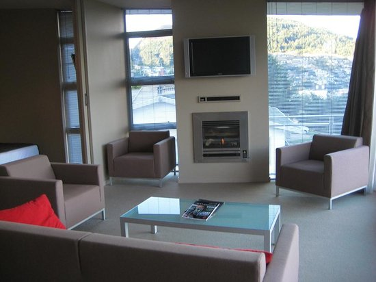 Highview Apartments: living room area of apartment