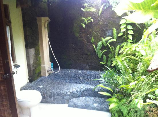Royal Villa Jepun: Exterior shower in private courtyard