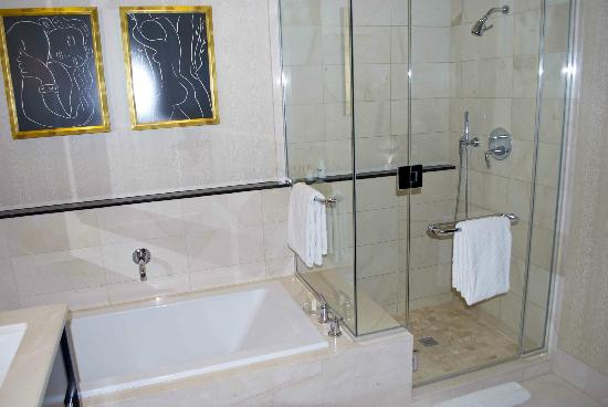 Doccia e vasca separate foto di encore at wynn las vegas - Bagni con vasca e doccia ...