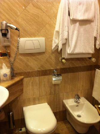Barberini Hotel: banheiro 301