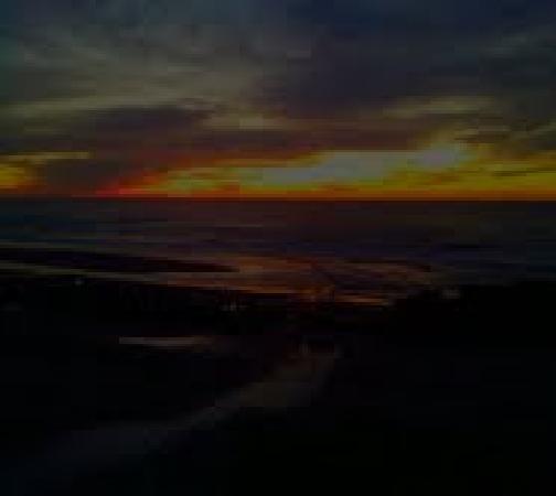 Seagull Beach Front Motel: Beautiful sunsets at seagull motel!