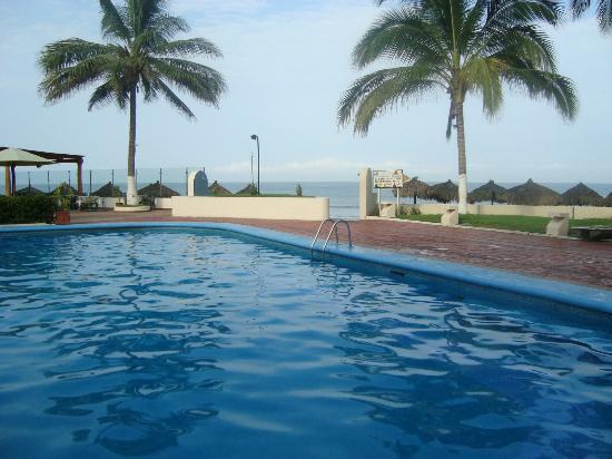 Bahia del Sol Resort: Estando en la piscina puedes disfrutar la vista del Mar.