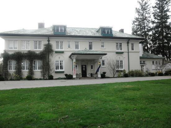 Belvedere Inn & Restaurant: Front view