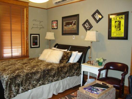 Flamingo Flatts: The Sonny Boy Williamson room