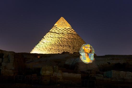 Plateau de Gizeh : Giza at night