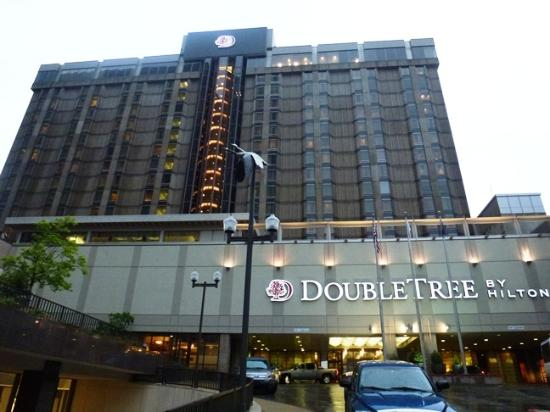Doubletree Hotel Omaha Downtown Old Market Exterior
