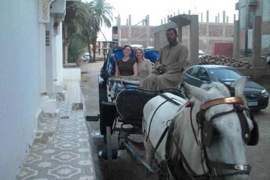 فندق مارا: My mom and myself on the Kalesh outside of Mara's House