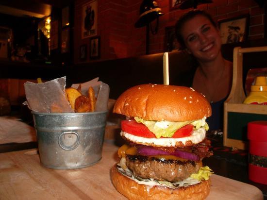 Firehouse Pub & Restaurant : Best Burger in Bangkok