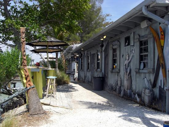 New Pass Grill and Bait Shop: Facing the water...