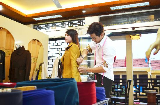 A Dong Silk Tailors: Showroom - A Dong Silk