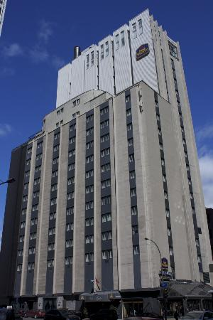 Best Western Ville-Marie Montreal Hotel & Suites: View from corner Peel St./Rue Sherbrooke