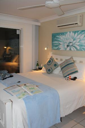 Nelson Bay Bed and Breakfast: small & cosy room, and a very comfy bed!