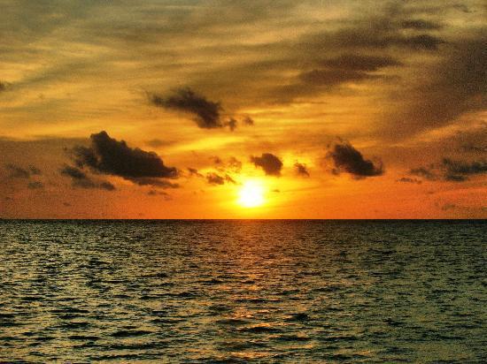 Vaavu Atoll: il tramonto