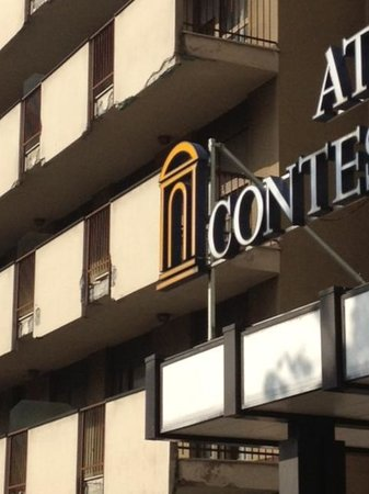 ATAHOTEL Contessa Jolanda: The fading concrete exterior of the tired Contessa