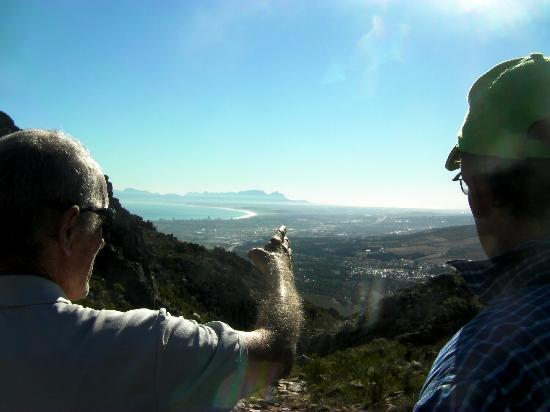 Nature Discovery: Standing on the historical wagon tracks with view to Cape Town. STUNNING!