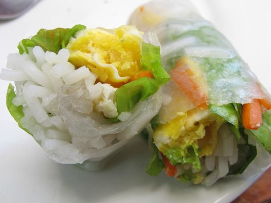 Tat Mor: Fresh Springroll served with delicious dipping sauce